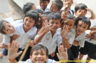 Senyum polos siswa SD