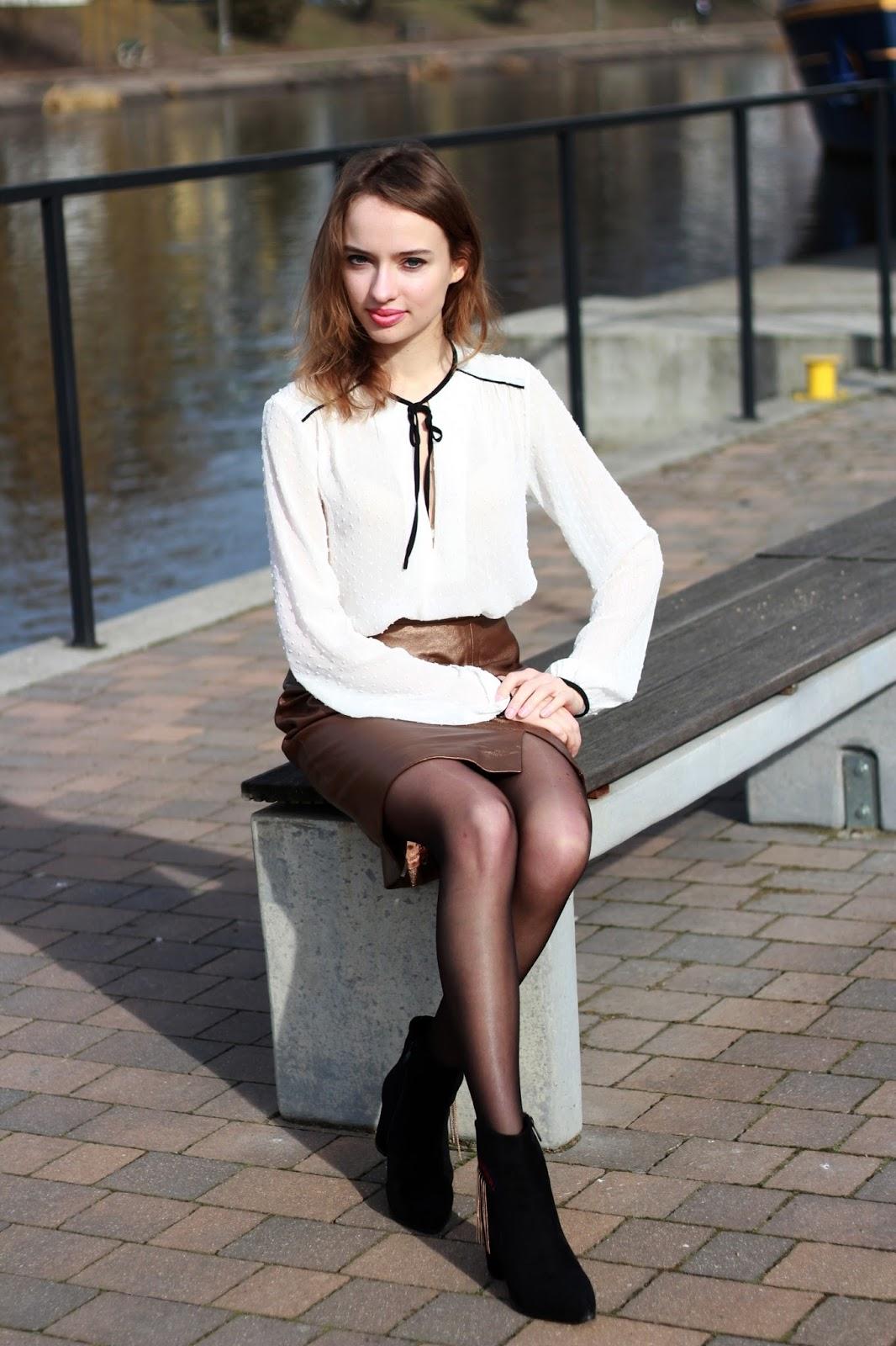Thelongleggedstyleblogger: Street Style Legwear Looks Alterations-passion.blogspot