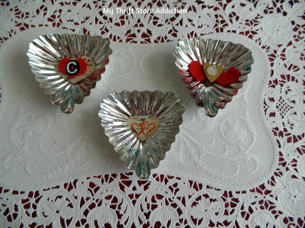 Last Minute Valentine Projects to Show Love Around the Table! mythriftstoreaddiction.blogspot.com Heart shaped vintage tart tins embellished for place markers or hostess gifts