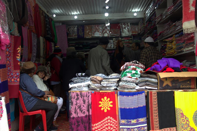pahalgam shopping stoles kashmir india