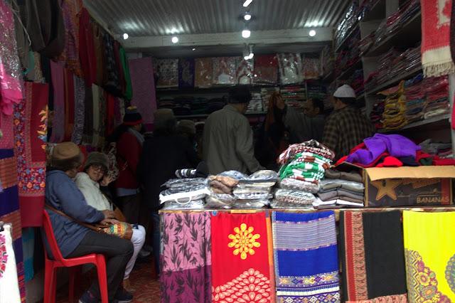 pahalgam shopping stoles kashmir india