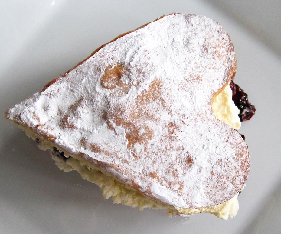 Sliced Sponge Cake with Summer Berries