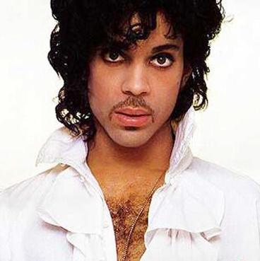 Foto de Prince con cabello ondulado