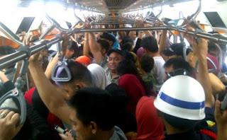 Macam Macam Penumpang Kereta a.K.a Commuter Line