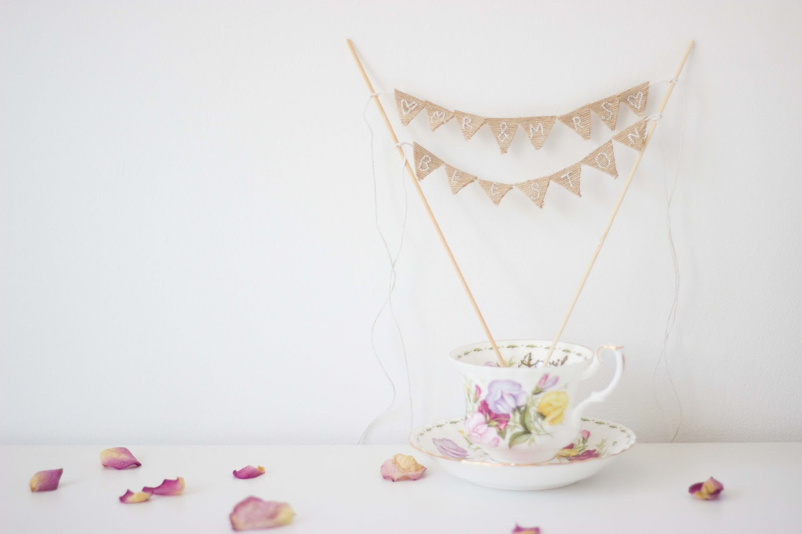 floral and feather: How to make a bunting cake topper*