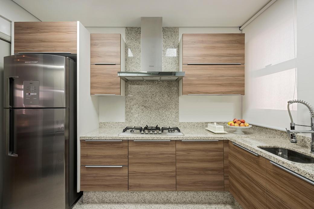 Cozinha moderna com granito claro na bancada, parede e piso  linda!  Decor  # Bancada De Cozinha Em Granito Branco Itaunas