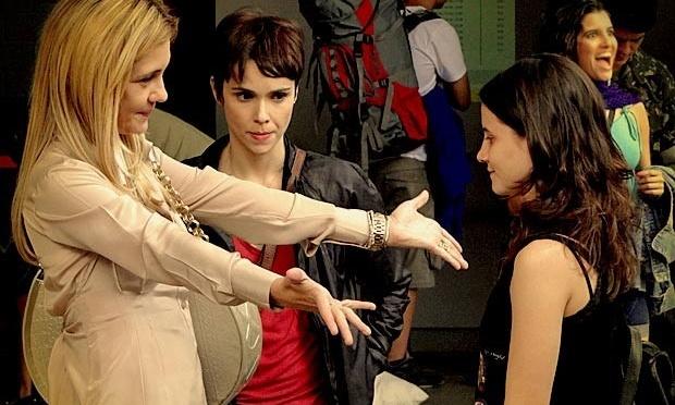 a783e4b2d6ffc Carminha (Adriana Esteves) descobrirá que Nina (Débora Falabella) é a sua  enteada.