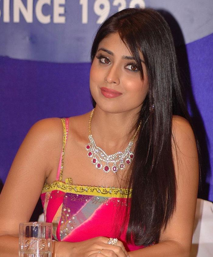 Cute Indian Actress Wallpapers Shriya Saran Hot Photos N Spicy Wallpapers Hot Photos Hub