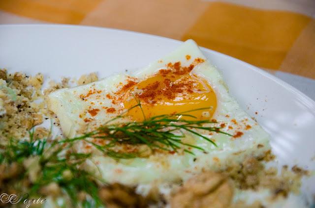 Домашна-снежанка-с-яйца-на-очи-Snow-salad-with-poached-eggs