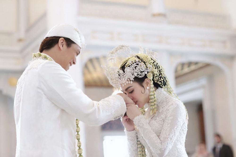 Syahrini dan Pasangan Seleb yang Rilis Lagu sebagai Kado Pernikahan