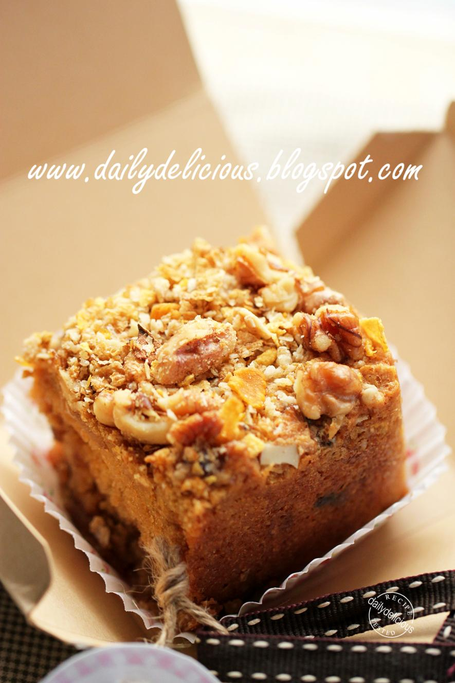 Coffee Cake Apple Muffins