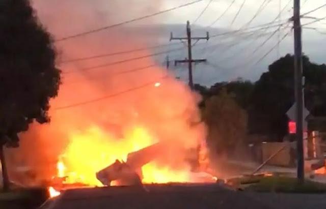 В Австралії на житловий квартал впав літак