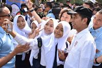 Pastikan Proses Belajar berjalan Lancar, Presiden Jokowi Temui Para Siswa