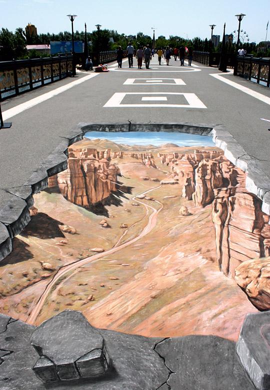 Yer altında Arizona kanyonlarını gösteren kaldırım sanatı resmi