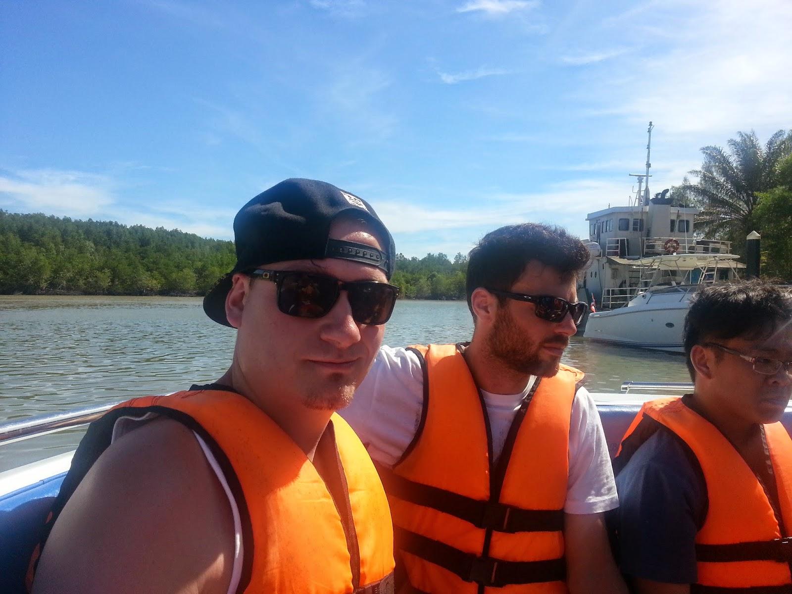 e75c5493b14d3e Met de speedboat is het ongeveer een uur varen naar Koh Khai Nai Island in  de Andaman Sea (10 km ten oosten van Phuket)