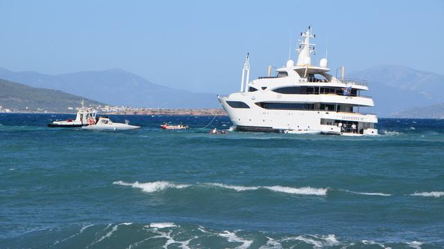 Προσάραξη θαλαμηγού στην Αίγινα με 18 επιβάτες