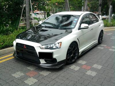 Modifikasi Mobil Mitsubishi Lancer White Racing