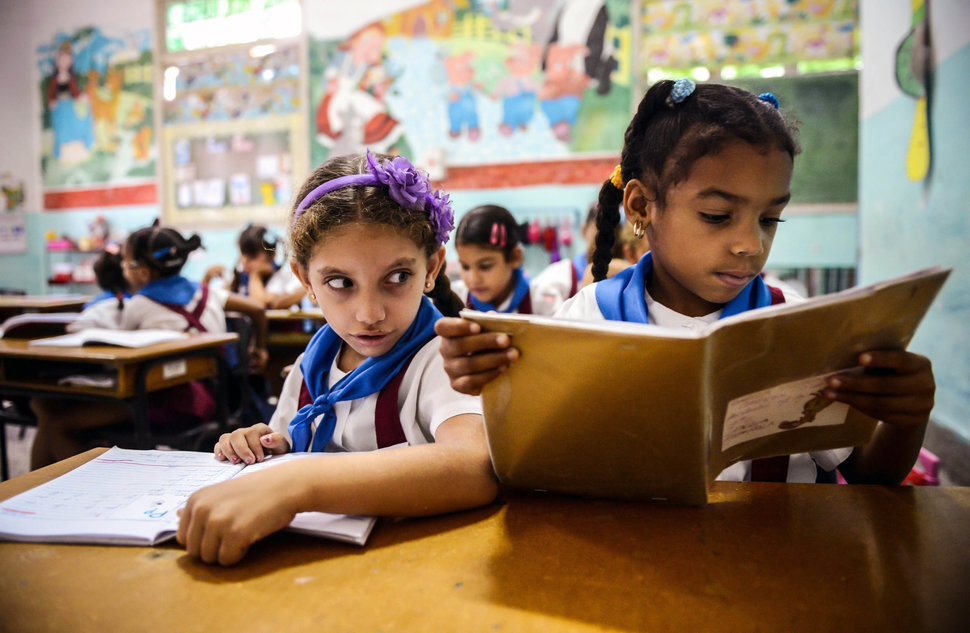 30 Beautiful Pictures Of Girls Going To School Around The World - Cuba