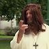 Ο Ιησούς μετατρέπει το νερό σε οίνο (Βίντεο)