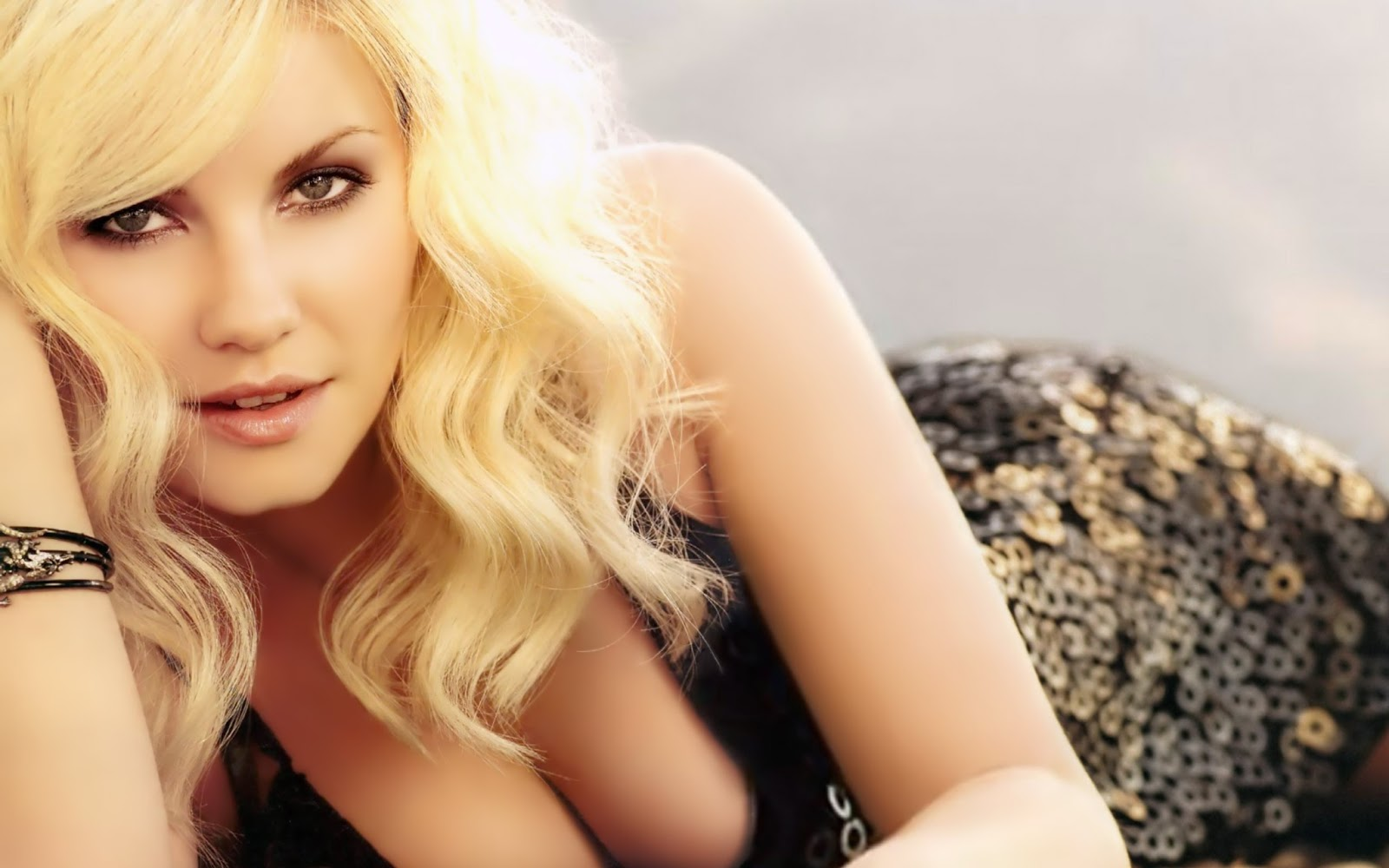 Elisha Cuthbert Hot Hd Wallpapers ~ WALL PC