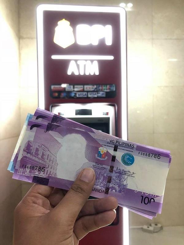 faceless Php100 bills