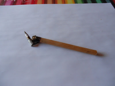 DIY How to, Make your own oblique pen holder copperplate, haz tu propi palillero oblicuo, handcraft oblique pen, made fountainpen, made your own fountainpen Land, tutorial, videotutorial. Manualidades curiosas, manualidades para regalar. Nib, penman, palillero para plumillas oblicuo.