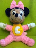 http://amigurumisdeleyva.wordpress.com/2013/03/01/patron-de-minnie-mouse-bebe-amigurumi/