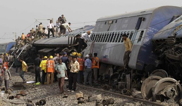 Funnypictures: Train Accident Pictures In India   Railway ...  Indian Railway Accidents