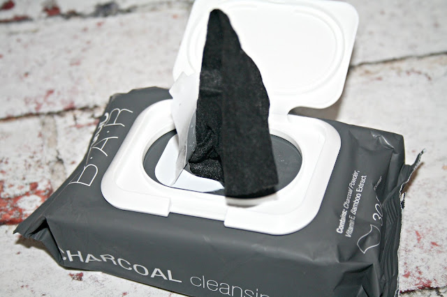 MasqueBAR Charcoal Cleansing Wipes
