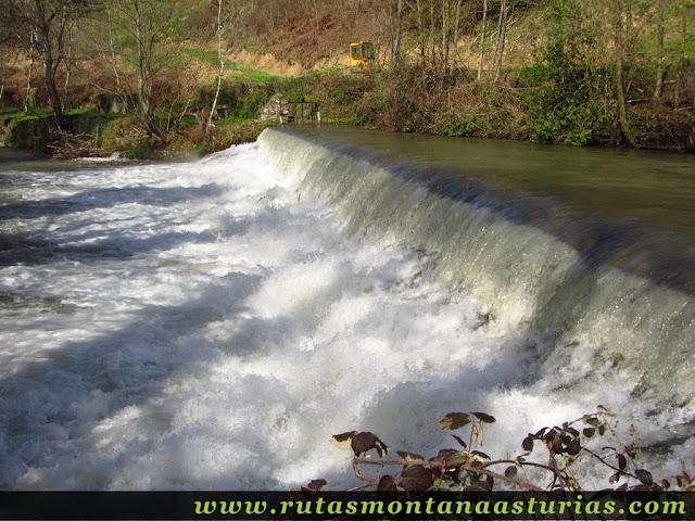 Salto de agua en Rio Naviegu