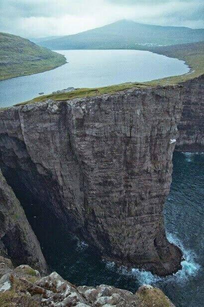 Peaceful | Lake Sorvagsvatn, Faroe Islands 30m above the Ocean