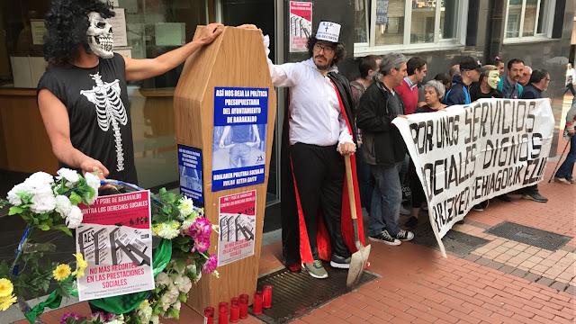 Protesta de Berri-Otxoak ante los servicios sociales
