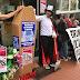 Celebran un funeral por los recortes del Ayuntamiento en las ayudas sociales