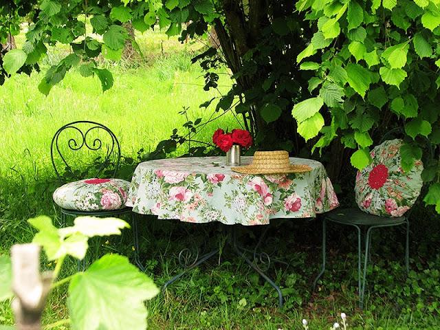 Décoration de jardin avec des objets de récupération