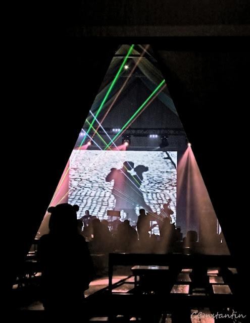 """Cadru  cu """"ramă""""(frame) creată prin jocul lumină-întuneric - blog FOTO-IDEEA"""