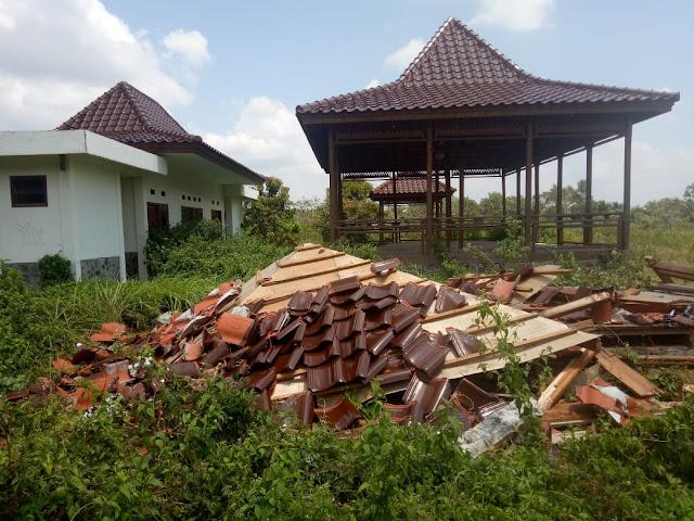 Bangunan Kantin Ambruk Rata Dengan Tanah