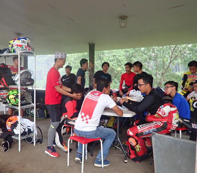 pelatihan materi, diskusi, evaluasi 43 racing school