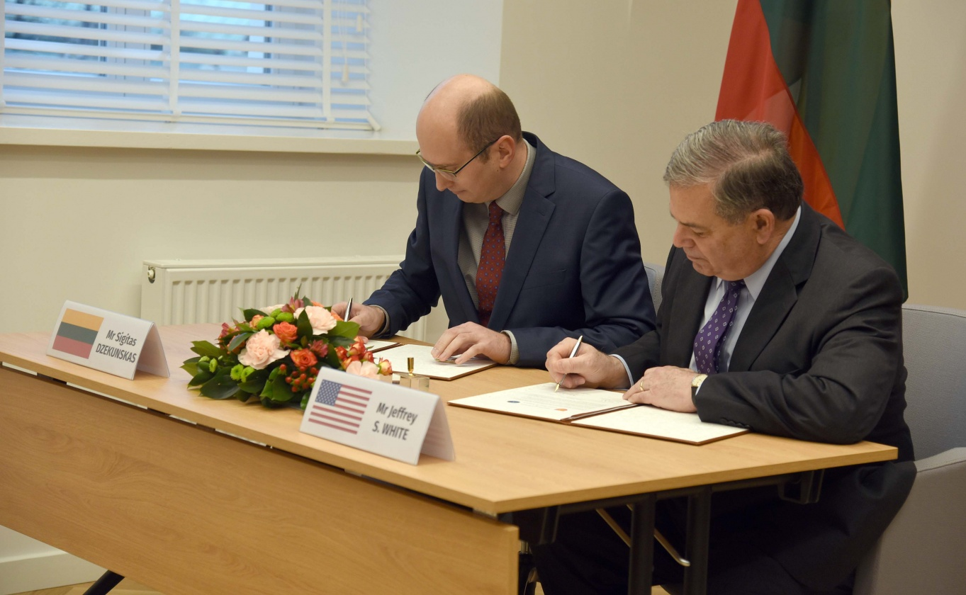 Литва підписала угоду з постачання позашляховиків JLTV