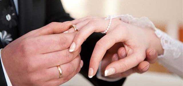 تزوجت من مليونير حتى يحقق أحلامها على الرغم من فارق السن، فاكتشفت أنه ....