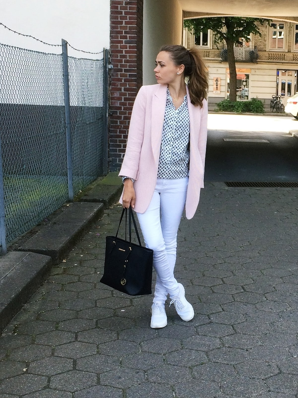 Weiße Hose Outfit