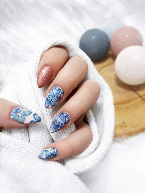 Pomysł na paznokcie hybrydowe za pomocą naklejek wodnych z wiosennym motywem. Inspiracja paznokciowa