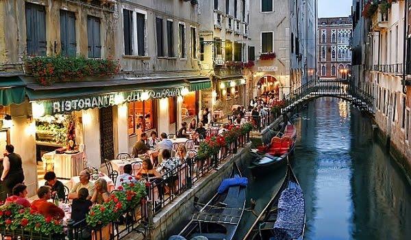 Πλήρωσαν 1.100 ευρώ για 4 μπριζόλες κι ένα πιάτο θαλασσινά στη Βενετία!
