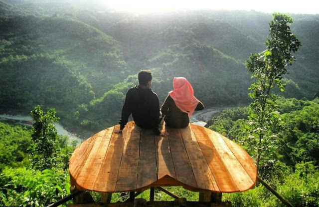 wisata Bukit Mojo Gumelem