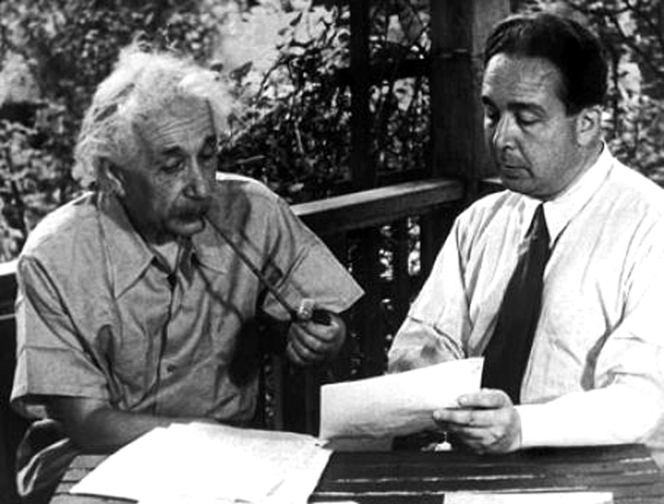 Albert Einstein y Leo Szilard, 1939.
