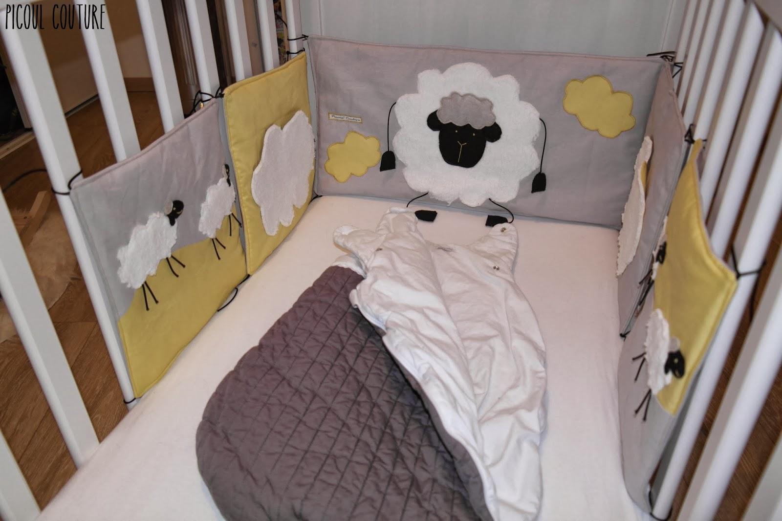 picoul couture le tour de lit sur le th me moutons et nuages. Black Bedroom Furniture Sets. Home Design Ideas