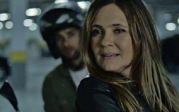 Tomé (Pablo Morais) e Laureta (Adriana Esteves) em cena do capítulo deste sábado (27)