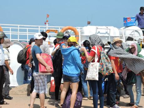 Hơn 3.000 khách du lịch đến đảo Lý Sơn dịp 08/3