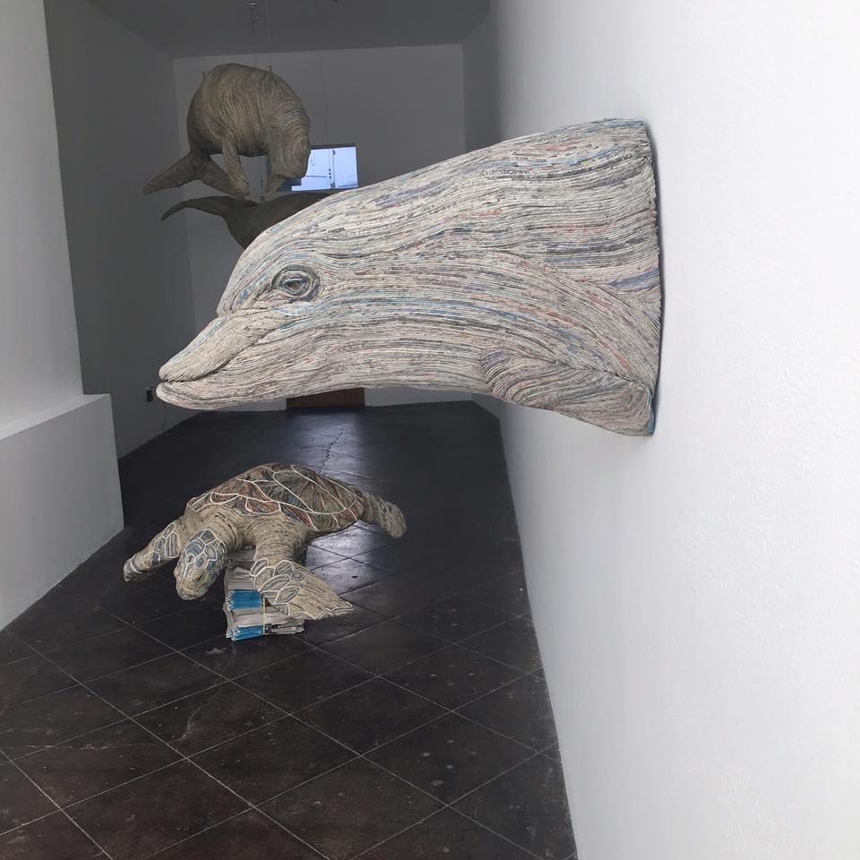 08-Dolphin-Turtle-and-Manatee-Hitotsuyama-Studio-Chie-Hitotsuyama-Upcycling-Paper-to-make-Animal-Sculptures-www-designstack-co
