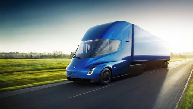 Depois de alguns rumores e atrasos, a Tesla finalmente apresentou ao mundo o novo Tesla Semi, seu primeiro caminhão elétrico.