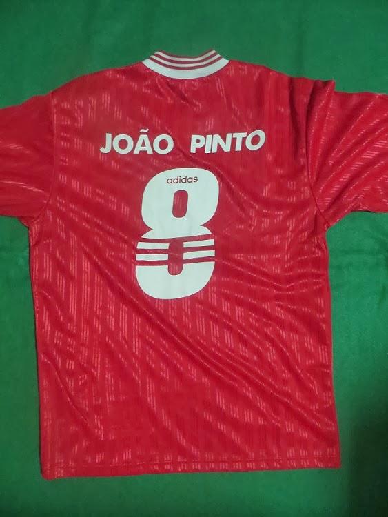 d6dc2912a8be1 Sonho Antigo  Camisola do Benfica 1997 98 - N.º 8 João Vieira Pinto